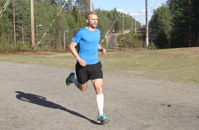 Øyvin Bustad inn mot mål som førstemann med 19.28 på 5,3 km i Elverum onsdag.