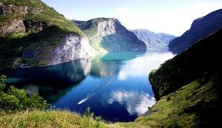 En time med bil eller tog bringer deg fra Geilo til Vestlandets imponerende fjorder - Foto: Fjord Tours