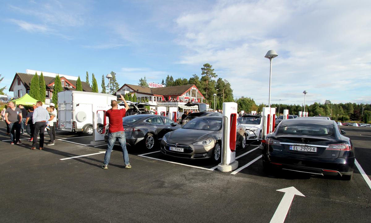 Snart slutt på fri superlading hos Tesla