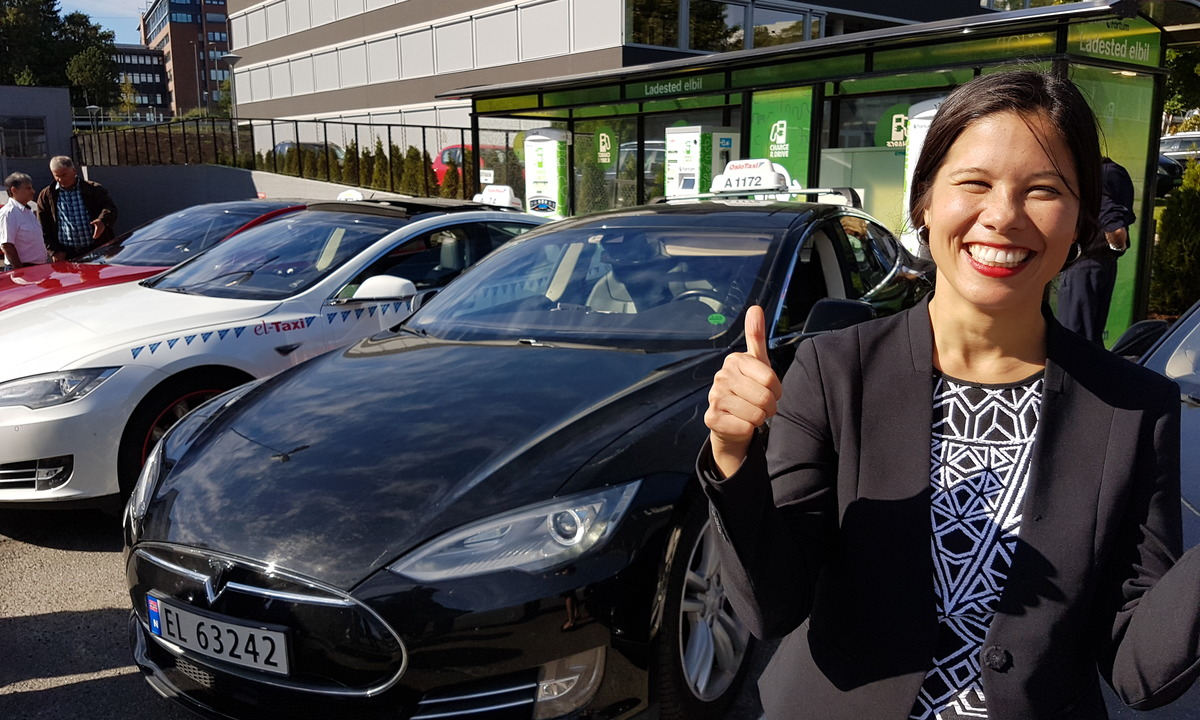 Åpnet Norges første eltaxi hurtigladestasjon i Oslo