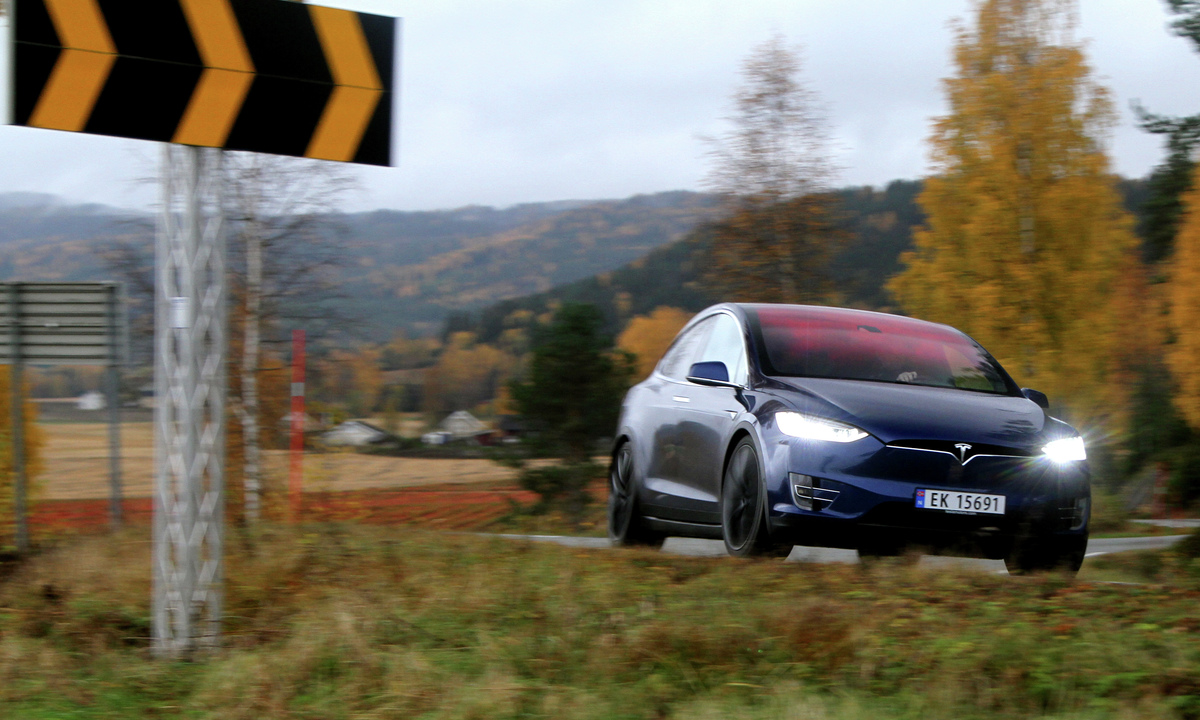 Test av Tesla Model X P90DL: Ville klart 32,5 mil