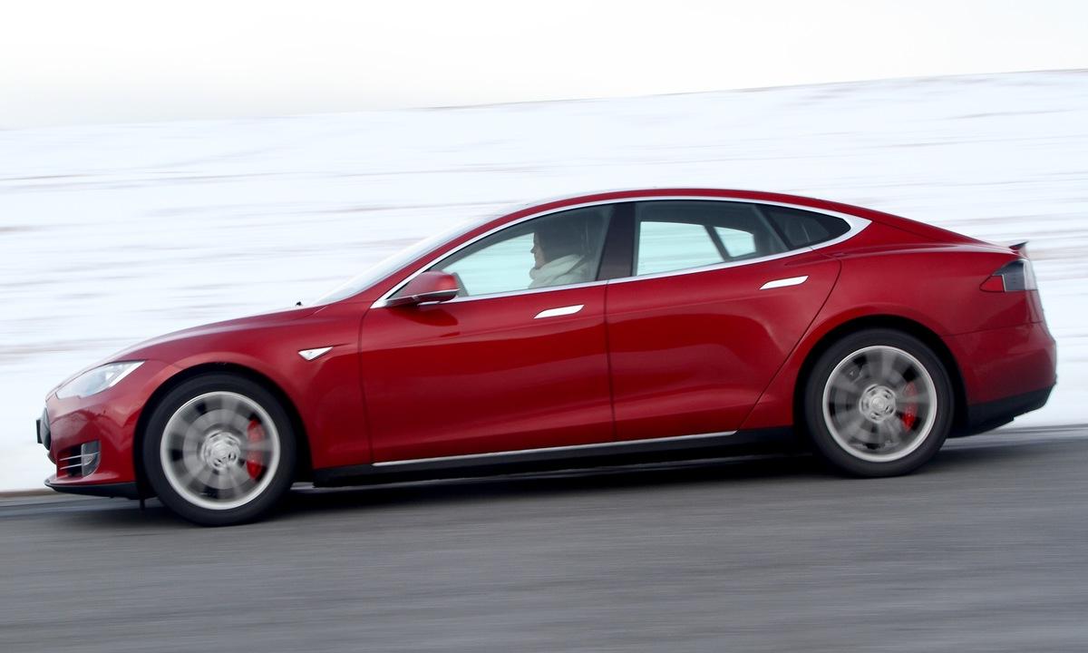 Tesla får skryt etter NHTSAs undersøkelse av Autopilot