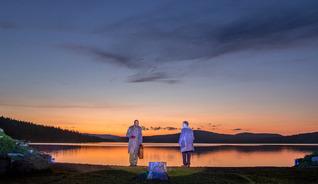 Norwegischet Theater, Musik und Kunst vereinigen am Gålåvatnet See - Foto: Bård Gundersen/Peer Gynt as