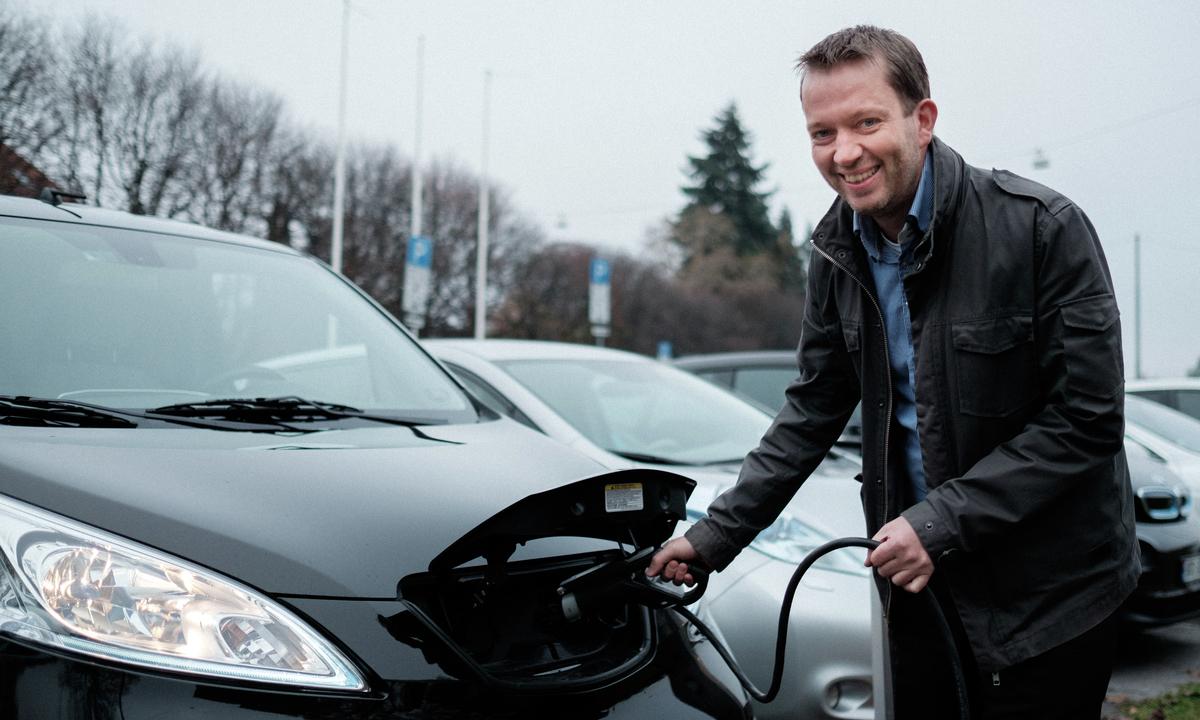 Krav om ladeplasser for elbil i nytt parkeringsregelverk