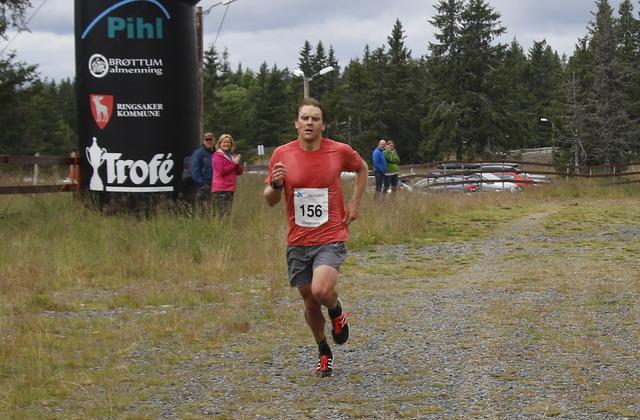 Devon Kershaw i mål som vinner av en litt for lang kortløype i Sjusjøløpet på 36.52. (Foto: Erik Haugen)