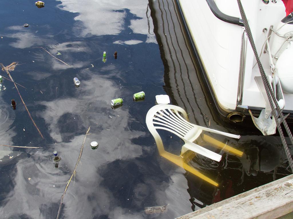 Søppel sloppe ut i havet
