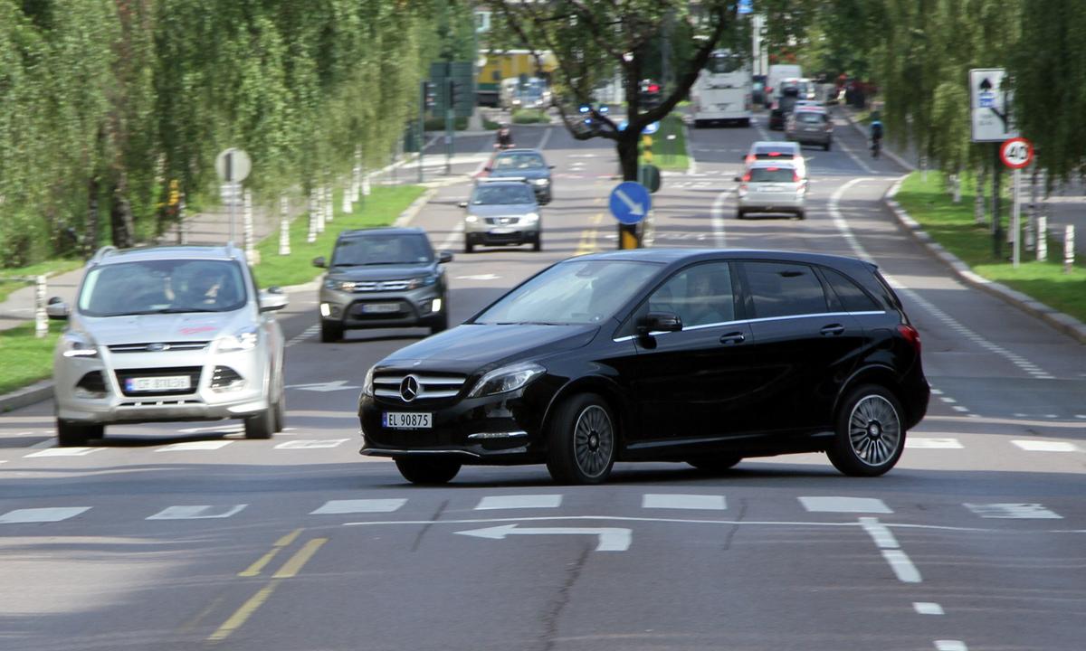 Test av Mercedes-Benz B250e: Komfortvinner, men ikke mest effektiv