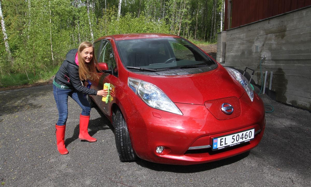 Flest kvinnelige elbilister kjører Nissan LEAF