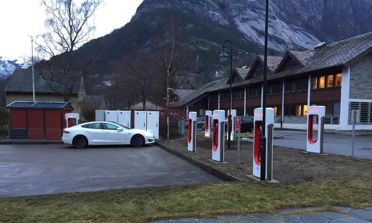 Tesla supercharger Eidfjord
