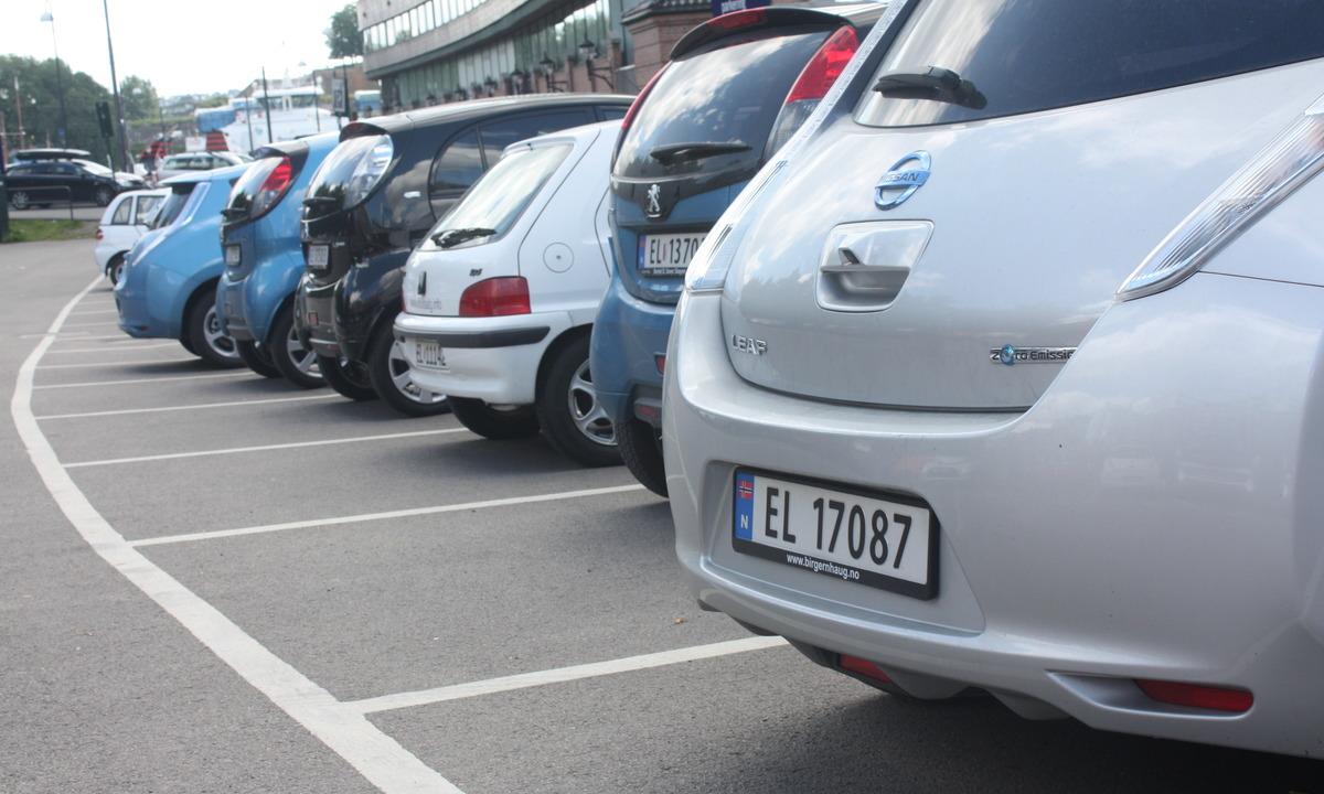 – Gratis parkering for elbil må videreføres