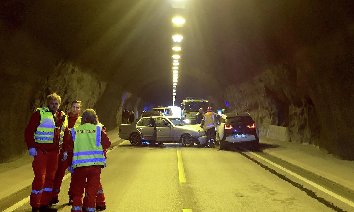 BMW i3-elbilen gjorde jobben i frontkollisjon