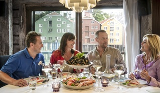 Several of Trondheim's restaurants have tasty local seafood on the menu, as well as a good view of the Nidelva river - Photo: CH - Visitnorway.com