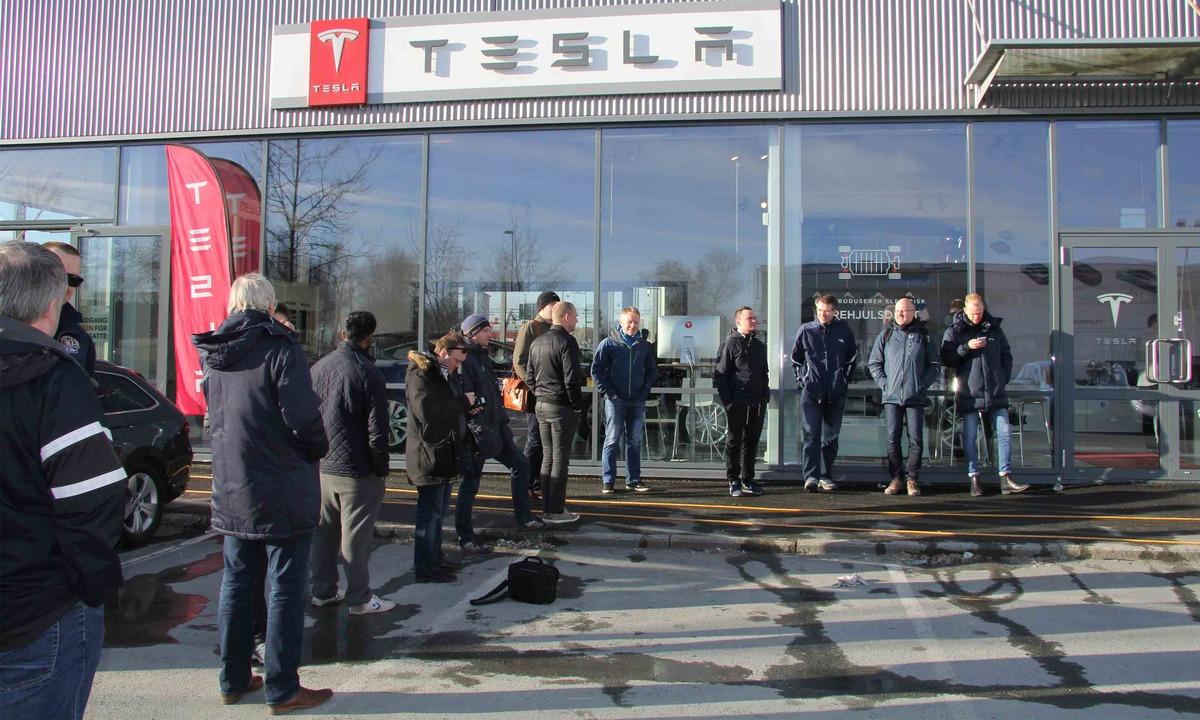 Se hva 20 av dagens Model 3-kunder kjører