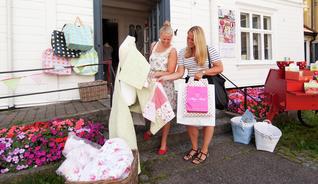 Hvis du er glad i shopping er Grimstad stedet for deg. Shoppingmulighetene er mange og varierte med ulike nisjebutikker.   - Foto: Peder Austerud