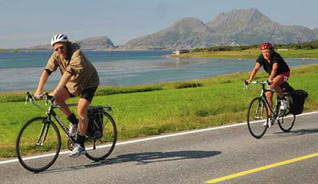 Cycling at the beatiful islands Herøy and Dønna - Photo: Olav Breen