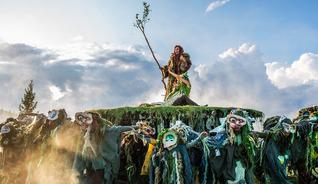 """Die norwegischen Kobolde spielen eine zentrale Rolle im Bühnenstück """"Peer Gynt"""" am See Gålåvatnet - Foto: Arne Hernæs/Peer Gynt as"""