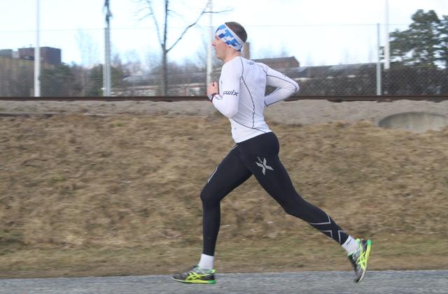 Henning Mortensen langer ut til seier i årets første Gå-jogg
