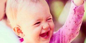 Barn som skrattar