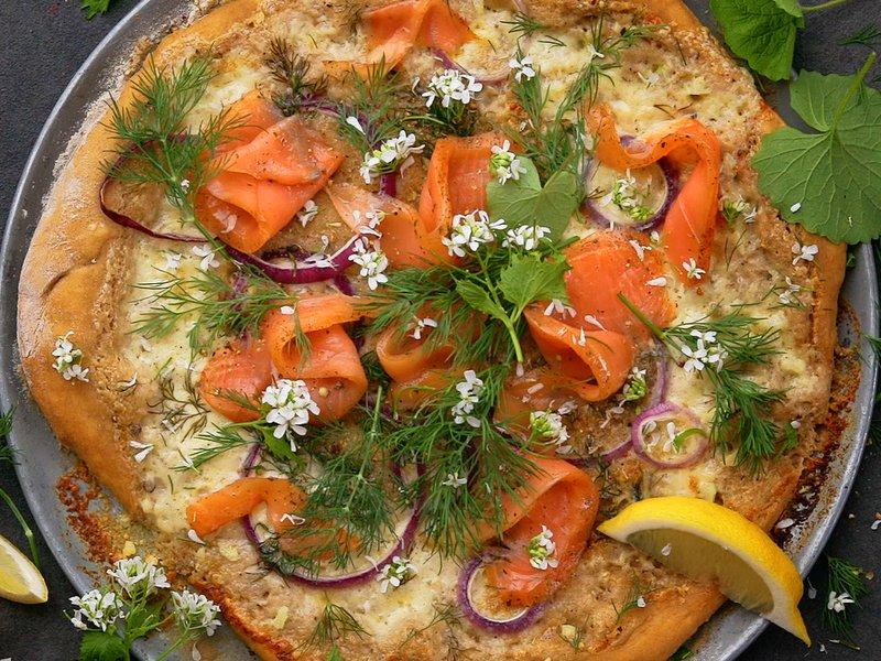 Rømmepizza med laks fra Spesialitet