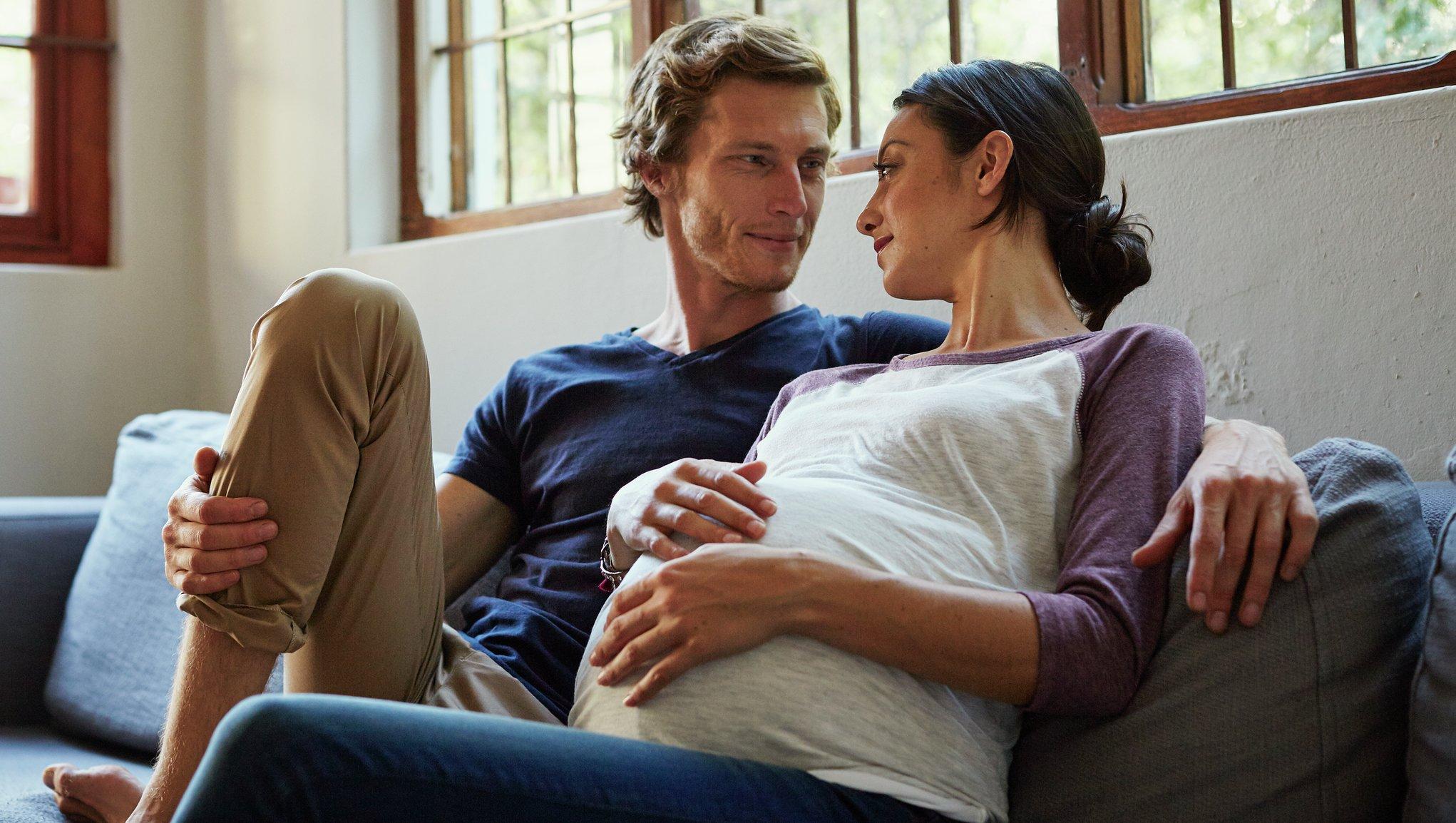 Blivande föräldrar inför förlossning