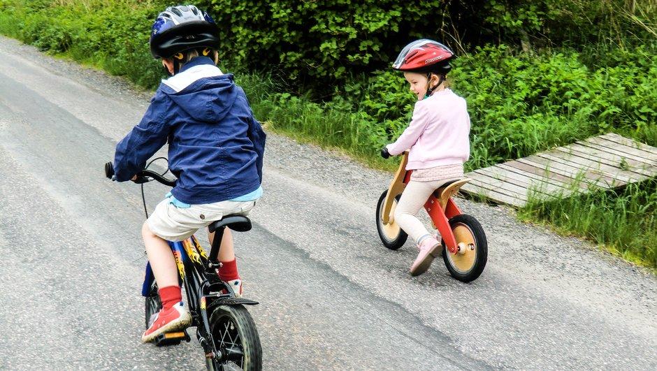 Cyklende børn