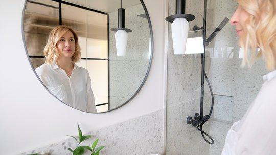 PÅ FULLTID: Oppussingen av badene hjemme i Stavanger ble så vellykket at Malene har bestemt seg for å realisere drømmen om å bli interiørkonsulent. –  Jeg vil hjelpe folk med å pusse opp bad og hus. Ny tegneteknologi gjør prosessen enkel og morsom, sier hun.