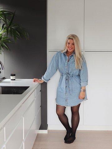 Henriette Wolden på kjøkkenet sitt i Sandefjord. Instagram: @henriettewo