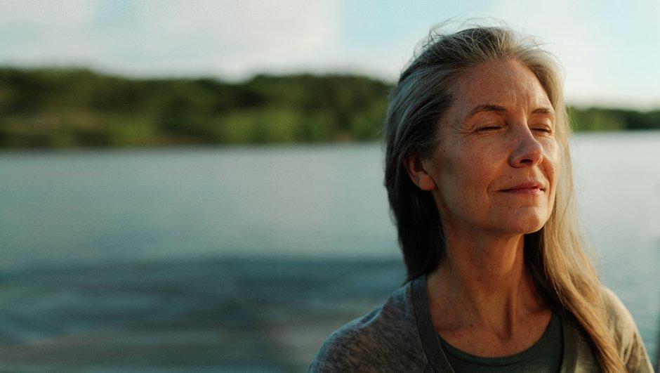 Kvinna med frid i sinnet