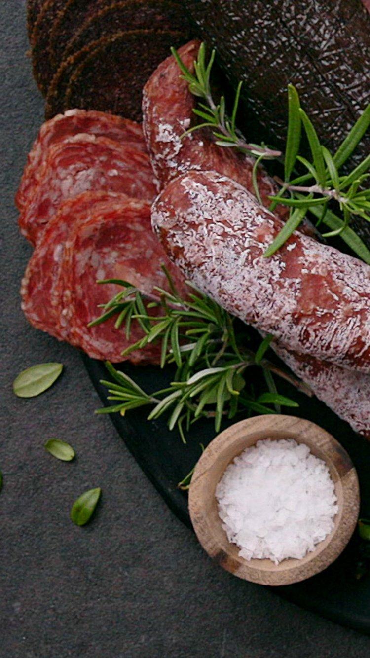 Spekemat og salt. Foto: Lisa Westgaard