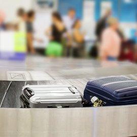 Resväskor på bagagebandet