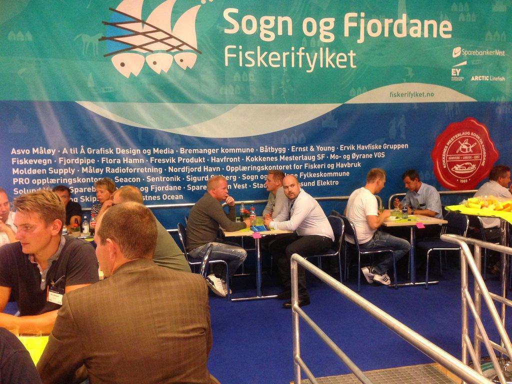 Bilete frå Nor-Fishing 2016, stort banner med teksten Sogn og Fjordane – Fiskerifylket