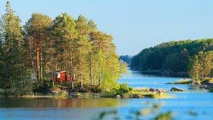 Mökki järvellä