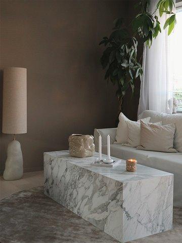 Sofaene er fra IKEA og Trademax, gulvtepper fra Layered og Trendcarpet.