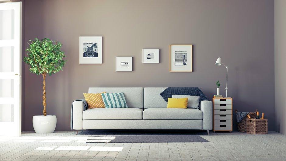 En sofa i en stue.