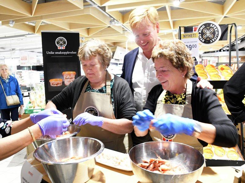 Damene fra Lyngenfjord imponerer administrerende direktør i Meny, Vegard Kjuus