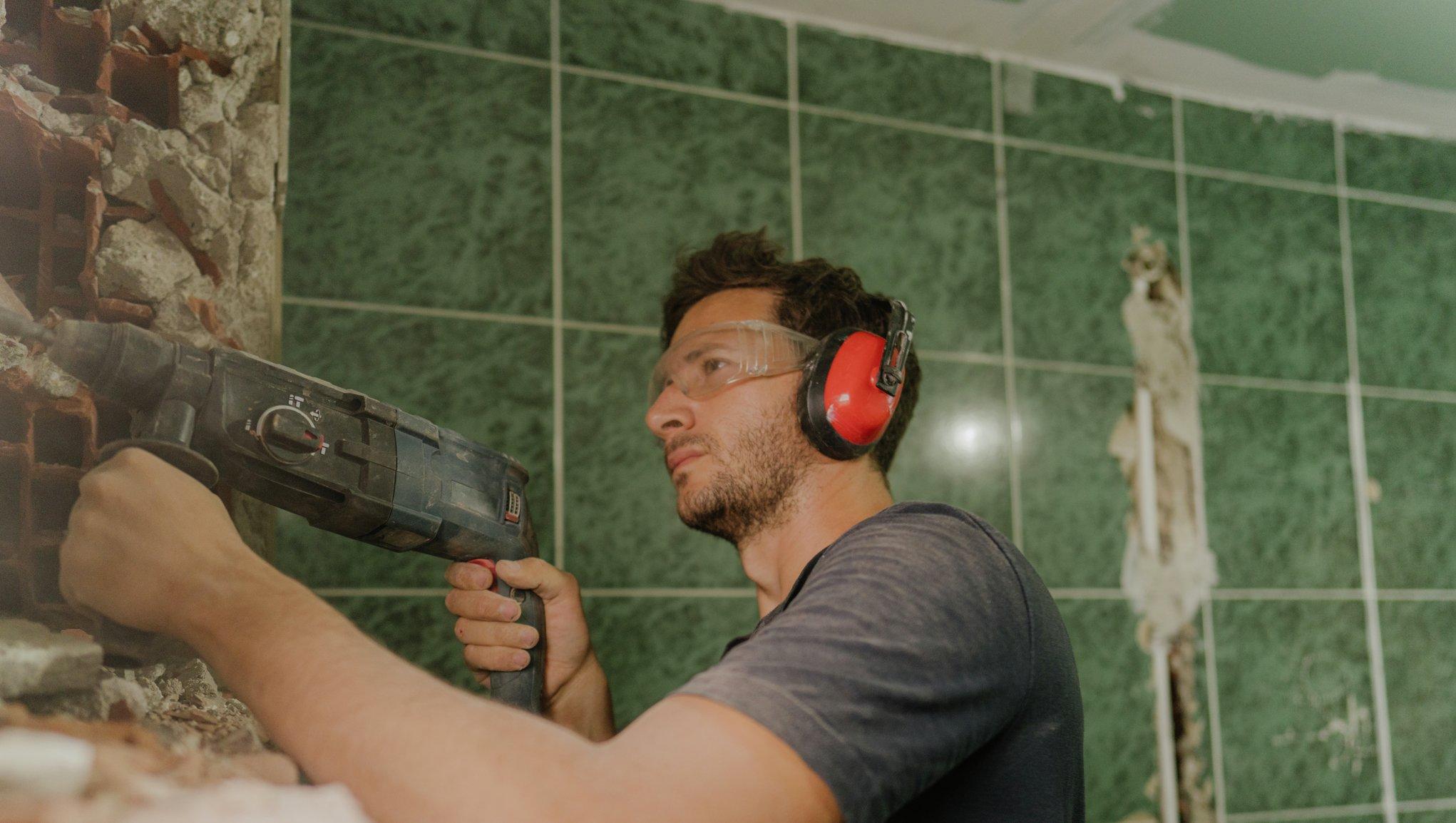 Renoverar badrummet