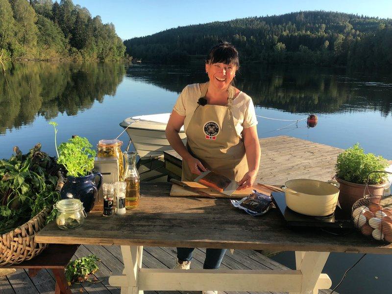Oda Christensen brenner for norsk lokalmat. Hun viser deg hvordan du lager god mat av produkter merka med Spesialitet i Smakslandet.