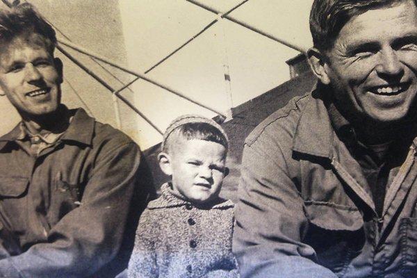Reidar Fredriksen fotografert med pappa Odd Fredriksen  og onkel Ernst Reinhartsen.