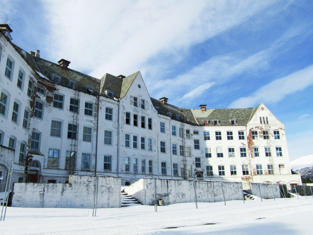 Foto av hovudbygningen på Harastølen i Luster.