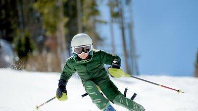Kille åker skidor