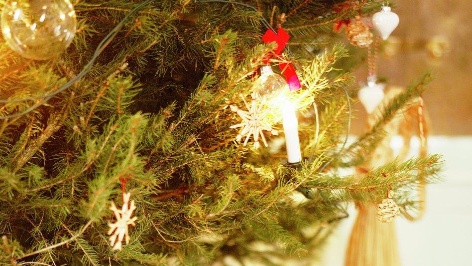 Julelys på et juletræ.
