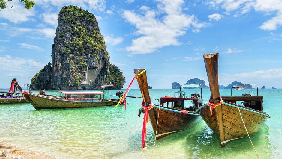 Båtar vid strandkanten
