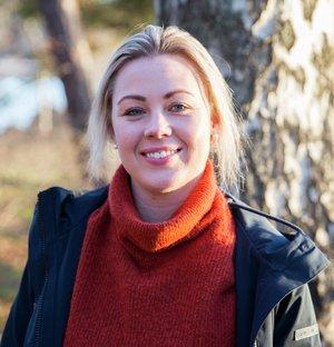 Kine Bjølsen Opstad, dyrepleier og ansvarlig for hundeforsikring i If. Foto: If