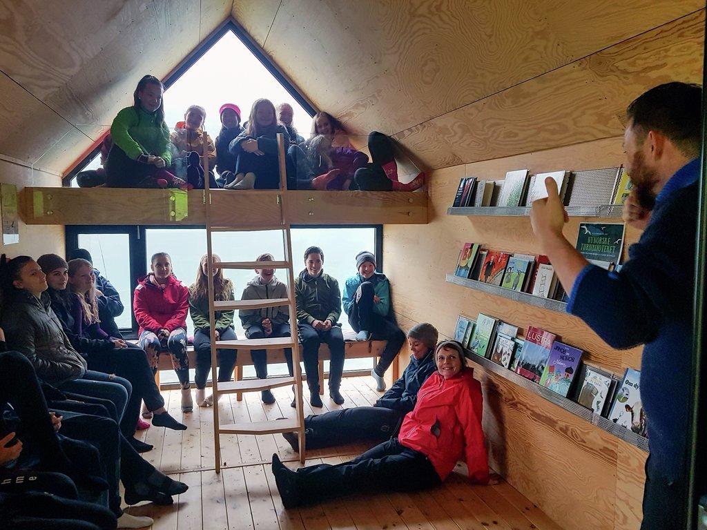 Bilete frå forfattarturne med DKS på dagsturhytta Eikjabu