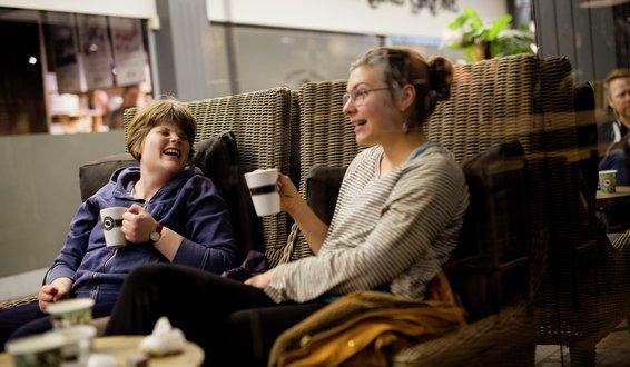 Live Spiten og Lovisa Cimbrelius på kafé