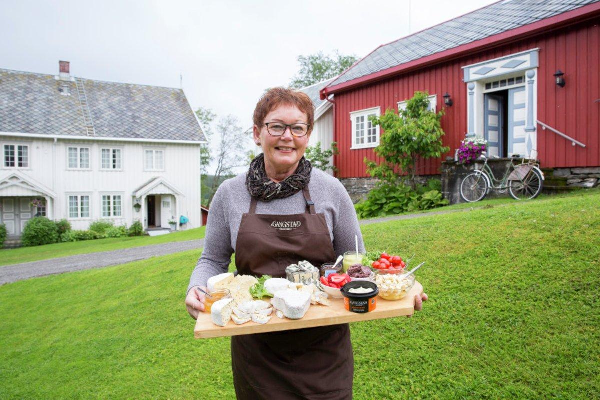 Astrid Aasen på Gangstad Gårdsysteri