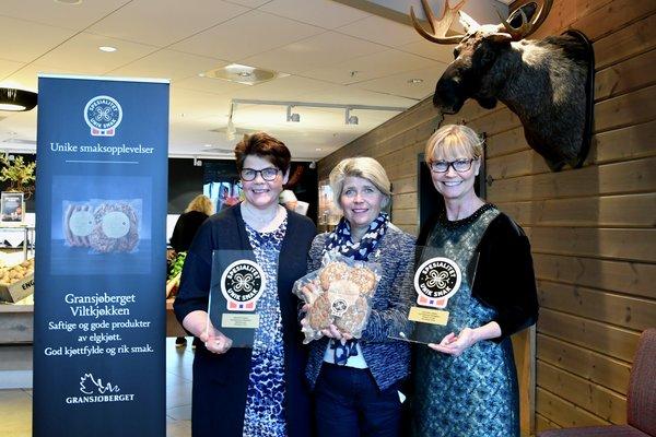 F.v. Hallgerd Tronsmoen (Hedmarks første kvinnelige pølsemaker), Nina Sundqvist og Marianne Wimmer (elgjeger og eier av Gransjøberget).
