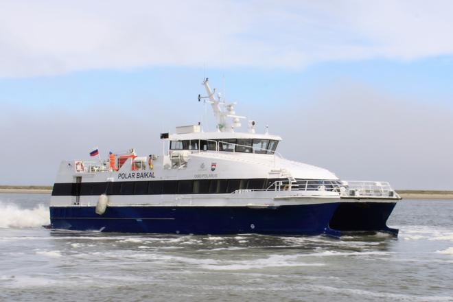 Polar Baikal crew boat