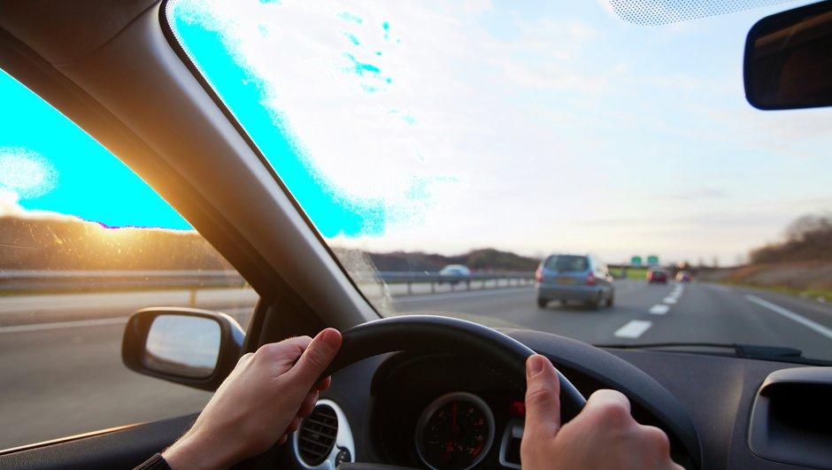 Liikluskindlustust vajad igal ajal. Eestist väljas vajad sõidukile liikluskindlustuse poliisi või rohelist kaardi.