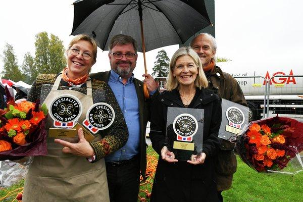 Gro Hommo, Bernt Bucher Johannessen, Halvor Holtskog og Kari Nyhuus Holtskog. Spesialitet-merke blir tildelt under Eplefest i Gvarv.